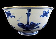 Blue and white glazed porcelain bowl. Ming dynasty, Kangxi period