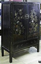 A PAIR OF CHINESE STANDING CABINETS^ late 19th/ear