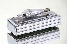 BRANDT EDGAR (1880 - 1960) presse-papier gechromeerd :