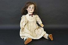 SIMON & HALBIG antieke pop met porseleinen hod  -  hoogte : 47 cm getekend en gemerkt '10.8'