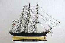 Maquette van een zeilschip   -  hoogte en breedte : 101 en 136 cm