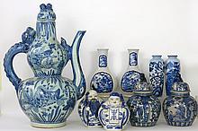 Lot Chinees en Japans porselein met blauwwit decor