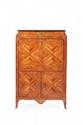 Secrétaire en bois de placage à décor de rinceaux d'amarante sur fond de bois de rose. Il ouvre à un tiroir en doucine surmontant un abattant découvrant six tiroirs et cinq casiers. En partie basse deux vantaux. Garniture de bronzes ciselés et dorés.