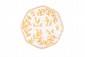 Assiette à bord contourné en faïence de Moustiers à décor en camaïeu jaune de grotesques et animaux fantastiques sur trois terrasses entourées de fleurs et feuillages d'après une gravure de Jacques Callot. Marquée d'Olérys Laugier et marque de
