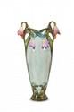 Autriche vers 1900  Paire de vases de forme ovoïde allongée en céramique  polychrome à décor naturaliste avec fleurs en haut relief  au col. Restauration sur un pied. H. : 74 cm.