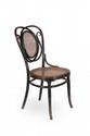 Thonet  Paire de chaises en hêtre courbé et cannage  modèle n°22 du catalogue de 1904.  H. : 97 cm.