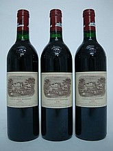 3 bouteilles   CHÂTEAU LAFITE ROTHSCHILD 1985 GCC1 Pauillac (2 accrocs légers capsules sinon parfaites)