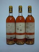 3 bouteilles   CHÂTEAU D'YQUEM 1982 C1 Supérieur Sauternes (1 B.G; 1 T.L.B; e.t.h. dont 1 e.l.a.)