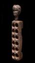 Jeu d'Awele Ewe-Dan, Côte d'Ivoire. Bois à patine brune foncée. L. : 67 cm. Epoque présumée : Début XXème siècle. Provenance : Ancienne collection Gustave Chaigneau, vers 1940. Acquis auprès de ce dernier en 1989 par l'actuel propriétaire.