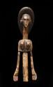 Ancienne marionnette Bozo, Mali. Boisà patine naturelle. H. : 45 cm. Belle marionnette féminine, la coiffe composée d'un chignon stylisé, selon l'ancienne coiffure de Ségou.