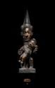 Marionnette-maternité Igbo, Nigéria. Bois, pigments, ancienne patine, petits manques. H. : 66 cm. Utilisée par la société d'initiation «Eon», intéressante marionnette aux visages articulés