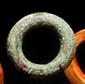 Bracelet gravé d'un décor géométrique Burkina Faso. Bronze. D. : 10 cm. Env