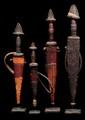 Ensemble de dix couteaux Tchad. Métal, cuir. L. : 15 à 37 cm.