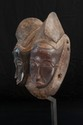 Masque double aux « jumeaux » Baoulé, Côte d'Ivoire. Bois et polychromie. H. : 32 cm. Provenance : Cette pièce que l'on peut rapprocher de celle collectée au milieu des années 1930 par M. Roger Bédiat (Musée Barbier-Mueller, inv. 10007-65), fut la