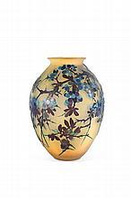Emile Gallé (1846-1904)   Important vase de forme pansue en verre gravé à l'acide à décor   de pampres violette sur fond jaune. Signé.   H. : 34 cm.