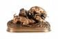 Pierre-Jules MÈNE (1810-1879) Chasse au lapin (groupe chiens au terrier). Groupe en bronze à patine brune nuancée. Signé. H. : 20 cm. L. : 38 cm. P. : 17 cm. Bibliographie : Michel Richarme et Alain Poletti, Pierre-Jules Mène catalogue raisonné,