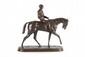 Pierre-Jules MÈNE (1810-1879) Le jockey à cheval n°1. Groupe en bronze à patine noire nuancée. Signé. H. : 41 cm. L. : 47 cm. P. : 14 cm. Bibliographie : Michel Richarme et Alain Poletti, Pierre-Jules Mène catalogue raisonné, Edition Univers du