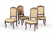 Suite de quatre chaises Louis XV (une d'un modèle légèrement différent) en noyer mouluré à haut dossier plat sculpté de fleurettes. Pieds cambrés. Recouvrage d'une tapisserie au point à décor floral. Epoque XVIIIème siècle. (les tapisseries