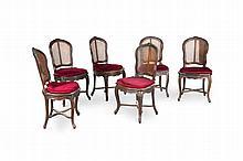 Suite de six chaises cannées de style Louis XV en noyer mouluré et sculpté de fleurs. Pieds    cambrés. (en l'état).
