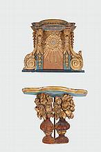 Paire de consoles murales d'église en bois laqué bleu et doré à tablette avec frise de modillons et supportée par deux têtes d'angelots. Les côtés avec volutes feuillagées. En partie basse un motif rayonnant. Epoque XVIIIème siècle. (accidents et