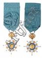 Etoile de chevalier de l'Ordre Royal de Hollande de Joseph Marie Portalis, par Biennais.  En or, à huit branches émaillées blanches et boulées, quatre grandes et quatre petites. Couronne à huit branches ciselée, montée à charnière.