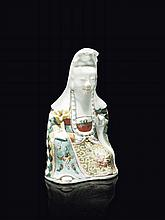 Statuette de Guanyin en porcelaine famille rose Chine, XIXème siècle.