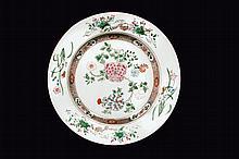 Assiette en porcelaine famille rose Chine, dynastie Qing, XVIIIème siècle.
