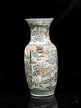 Vase en porcelaine polychrome Chine, fin du XIXème - début du XXème siècle.