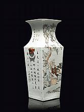 Grand vase en porcelaine polychrome Chine, XIXème siècle.