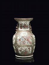 Vase en porcelaine de Canton Chine, fin du XIXème siècle.