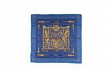 HERMES   Carré en soie imprimée fond bleu, titré    « Trésors retrouvés », d'Annie Faivre.   Bon état