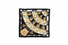 HERMES   Carré en soie imprimée noir, blanc et or,    titré « Cliquetis ».   Etat d'usage.
