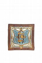 HERMES   Carré en soie imprimée, bordure chocolat,   titré « Brides de cour », dessiné par Françoise    de La Perrière.   90 x 90 cm.   Etat d'usage.