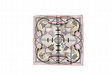 HERMES Paris   Gavroche en soie imprimée dominante rose pâle,    titré « Grande tenue ».   42 x 42 cm.   Dans sa boîte.   Bon état.