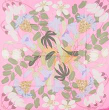 HERMES PARIS  Carré en soie imprimée rose à décor