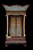 Autel en bois sculpté et émaux cloisonnés Chine, Dynastie Qing, XIXème siècle. De forme quadrangulaire, s'ouvrant à deux portes ornées de panneaux en émaux cloisonnés, à décor de lotus et rinceaux, reposant sur un socle en bois sculpté formant