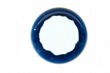 Grand plat en porcelaine bleu-blanc  Japon, XVIIIème siècle.  De forme circulaire, l'intérieur recouvert d'une glaçure  bleue sur la bordure, une frise de feuilles sur l'extérieur.  D. : 46 cm.