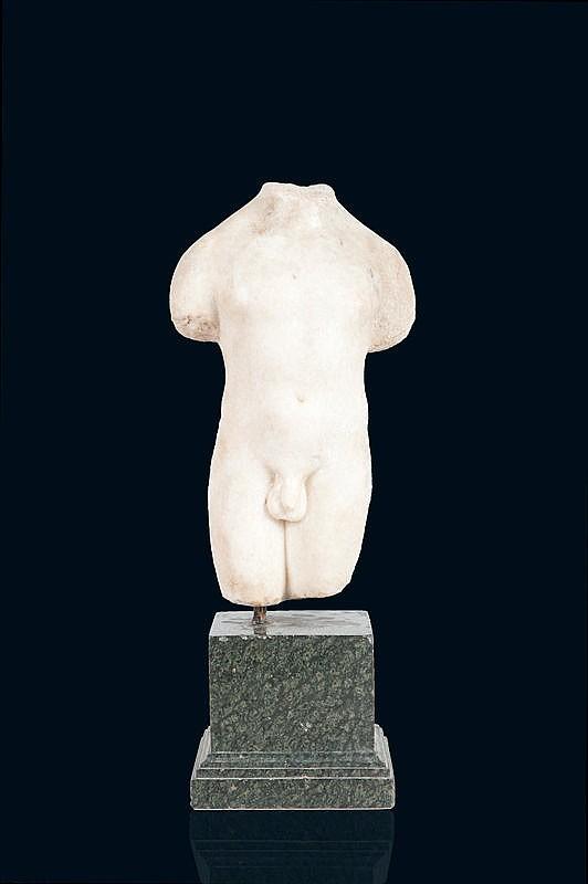 Torse d'éphèbe acéphaleEn marbre de paros.Art Romain, époque I-IIème siècle aprés J-C.H. : 32 cm.
