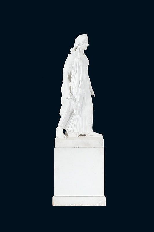 Importante scupltureEn marbre blanc representant la déesse Artemis drapée.Sur un socle rectangulaire en marbre.Italie XIXème siècle.H. (sculpture) : 122 cm. H. (totale) : 192 cm.