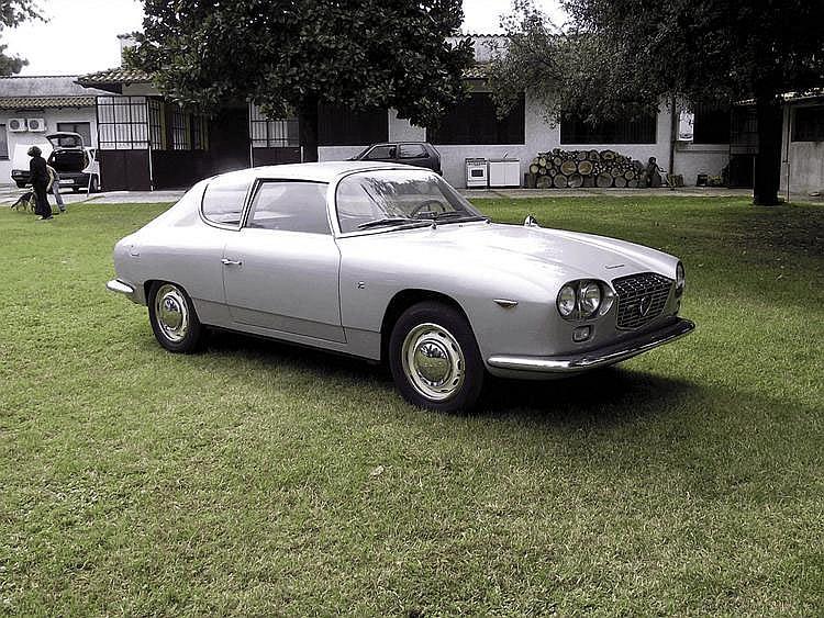 Lancia Flavia Sport Zagato 1800 Injection - 1967 Numéro de châssis : #815432*001613 Au salon de Genève de 1962, Lancia présenta le prototype d'un coupé sportif à trois places habillé par Zagato, reposant sur le châssis de la sage berline Flavia. A la