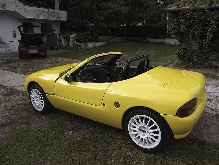 Alfa Romeo - Minari Roadsport - 1999 Numéro de châssis : #ZAR905A10*05251361 La Minari Road Sport fut lancée en 1990. C'était un petit roadster conçu par l'équipe de Minari Engineering et adapté pour recevoir la mécanique et les trains roulants de