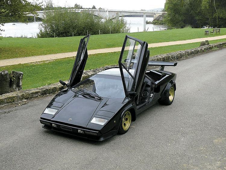 Lamborghini Countach LP400 S - 1980 Numéro de châssis : #1121154 « Countach ! ». La légende raconte que c'est par cette expression, typique du patois piémontais et que l'on pourrait traduire maladroitement par « fabuleux », que Nuccio Bertone baptisa