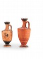 DEUX LÉCYTHES  En céramique décorée de languettes sur l'épaule. Art grec. Vè av. J.-C.  H. : 12 et 13 cm.