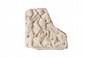 SCÈNE DE CHASSE AU VERRAT  Plaque en marbre sculptée en bas-relief d'un cavalier nu, soutenu par Diane, s'apprêtant à tuer un sanglier ;  deux chiens à ses pieds. Epoque romaine. 25,5 x 26 cm.