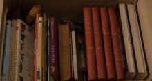 Lot divers de livres et documentation sur poupées, ours, automates et musique mécanique. On y joint 4 albums de la semaine de SUZETTE (1924, 1925, 1926, 1927).
