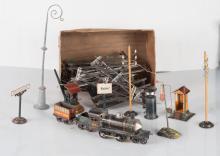 Matériel ferroviaire JdeP et GBN avec locomotive mécanique, circuit et accessoires divers.