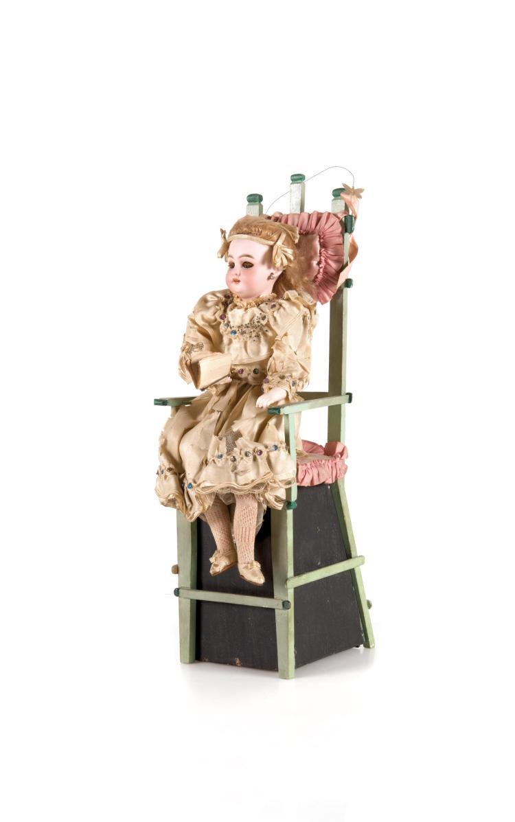 Automate fran ais m canique et musical figurant un for Assise chaise haute bloom