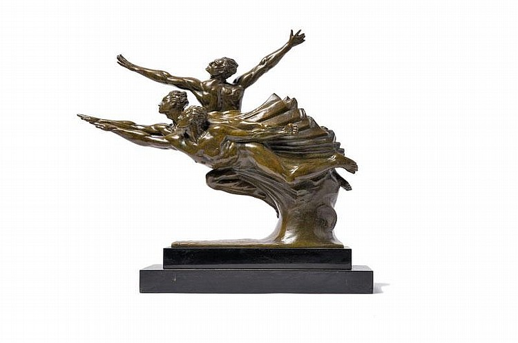 Robert Delandre (1879-1961)Groupe d'athlètes en compétition. Groupe en bronze à patine brunvert nuancée sur socle en marbre noir. Signé. H. : 42 cm. L. : 55 cm.