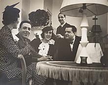 FRANÇOIS KOLLAR (1904-1979)  Jean-Michel Frank en compagnie de sa nièce dans sa boutique. Circa 1935.
