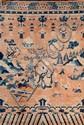 Grand tapis Chine, début XXème siècle. Décor d'un immortel assis près d'un arbre, aux côtés de daims, d'échassiers dans un paysage montagneux, frises de vagues dans la partie basse et de guirlande et ruyi et swastika dans la partie haute. 240 x 162